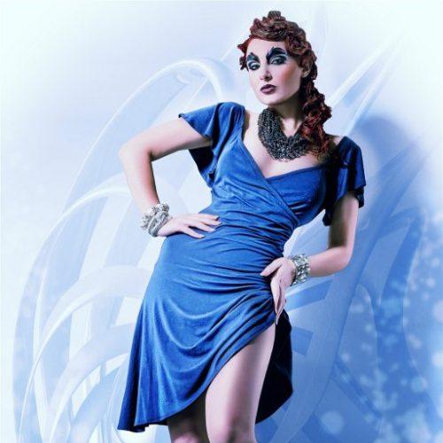 Rajmonda Glamour steht 1